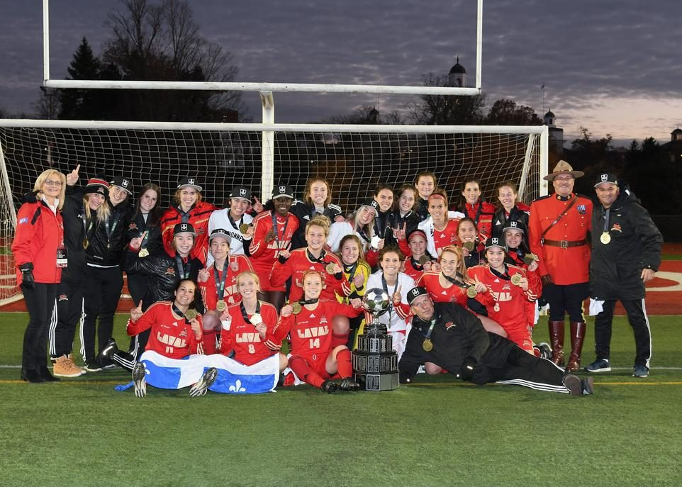 rouge-or-soccer-feminin-champions-credit-courtoisie-universite-acadia